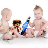 Breastfeeding moms can drink responsibly